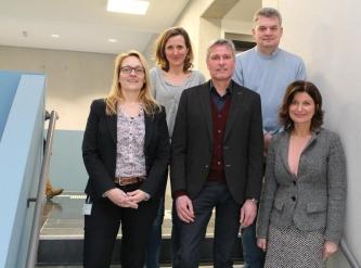 Arbeiten im Train2Hear-Projekt zusammen (im Bild v.l.n.r.): Dr. Denise Bogdanski, Dr. Christiane Martinez Völter, Dirk Kampmann, Dieter Weiler und Prof. Dr. Kerstin Bilda.