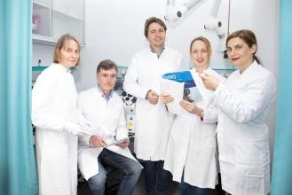 Professorin Dr. Hildegard Büning, Privatdozent Dr. Michael Morgan, Professor Dr. Dr. Axel Schambach, Dr. Juliane Schott und Privatdozentin Dr. Athanasia Warnecke (von links)  MHH/Kaiser