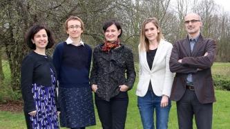 Die Projektgruppe: v.l.n.r. Dr. Iris Nomikou, Prof. Dr. Katharina Rohlfing, Prof. Dr. Joanna Rączaszek-Leonardi, Alicja Radkowska und Giuseppe Leonardi.