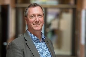 Prof. Dr. Christoph Herrmann erforscht, wie elektrische Hirnstimulation Sprachverstehen verbessern kann.  Universität Oldenburg