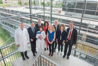 Vertreter der Dietmar Hopp Stiftung, des Bauamts und Ärztlichen Direktoren der Kinderklinik- Uniklinik Heidelberg