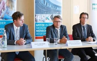 (v.l.n.r.): Professor Dr. Götz Schade, Professor Dr. Peter Kummer und Professor Dr. Dirk Mürbe diskutierten und informierten über die Erkennung frühkindlicher Hörstörungen.
