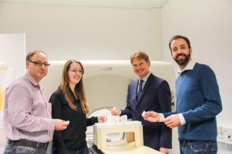 Von links: Wolfgang Görtz von MR:comp, Projektingenieurin M.Sc. Karina Schuller (OTH Amberg-Weiden), Projektleiter Prof. Dr. Ralf Ringler (OTH Amberg-Weiden) und Dr. Jörg Seehafer von MR:comp